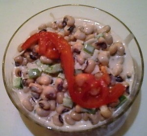 Gluten-Free Blackeyed Pea Salad with Tomato for Garnish