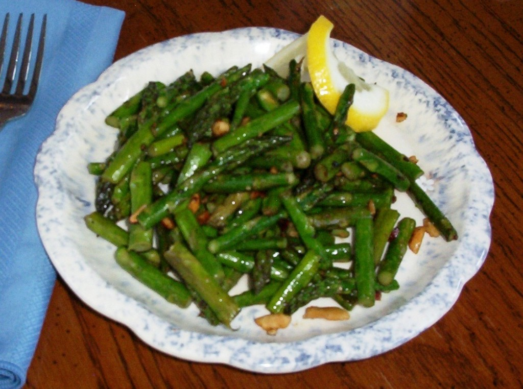 Gluten-Free Asparagus with Cashews