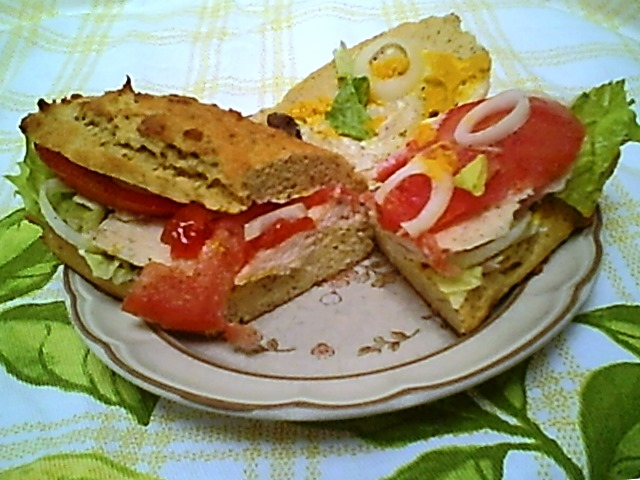 Chicken Breast Sandwich with Tomato and Mayonnaise (Gluten-Free)