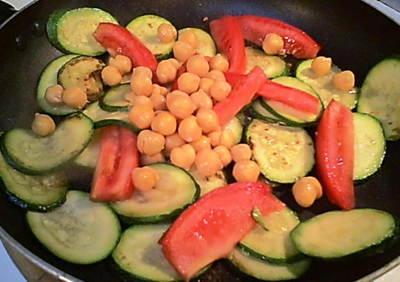 Garbanzos, Zucchini and Tomatoes Sauteed – Seasoned or Not (Gluten-Free)