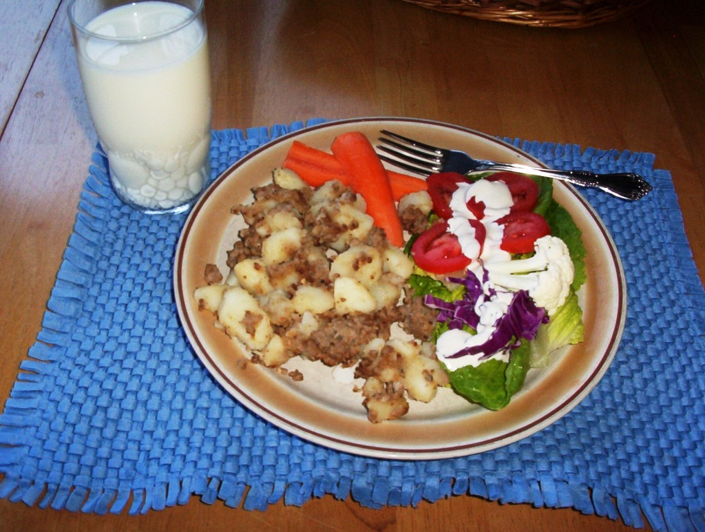 Gluten-Free Ground Beef Hash with a Salad