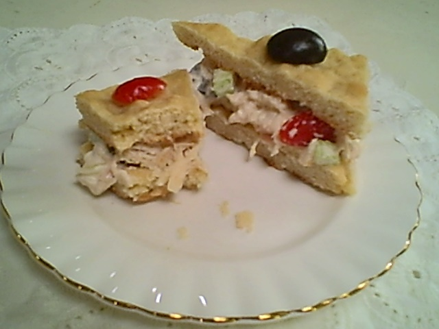 Chicken Salad with Olives and Tomatoes