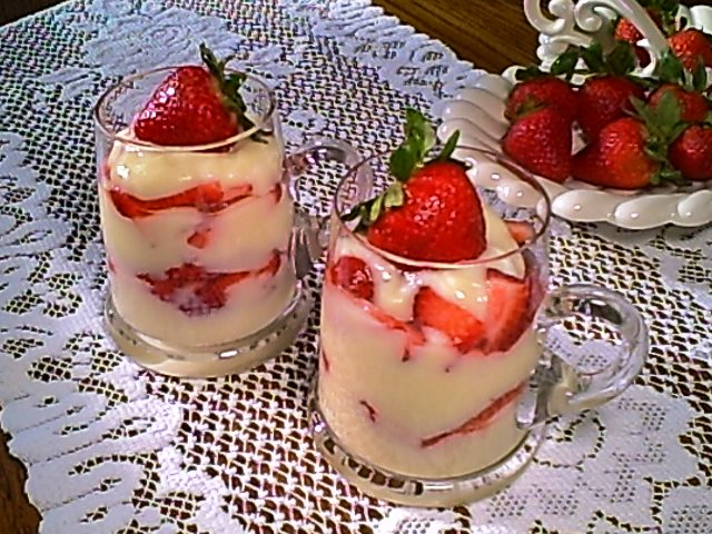 Gluten-Free Vanilla Pudding with Layers of Strawberries Is Sure to Excite Your Taste Buds!
