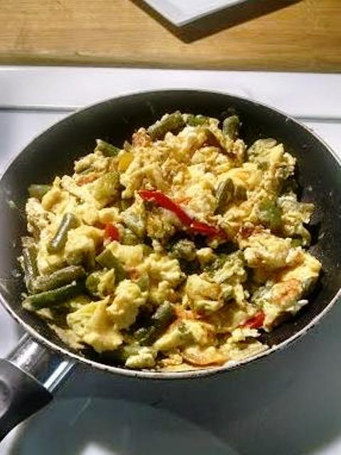 Gluten-Free, Low Carb Pepper, Onion and Veggie Eggs in the Skillet for an Appetizer or a Meal